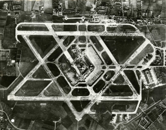 Aerial_photograph_of_Heathrow_Airport,_1955