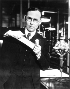 Wallace_Carothers,_in_the_lab